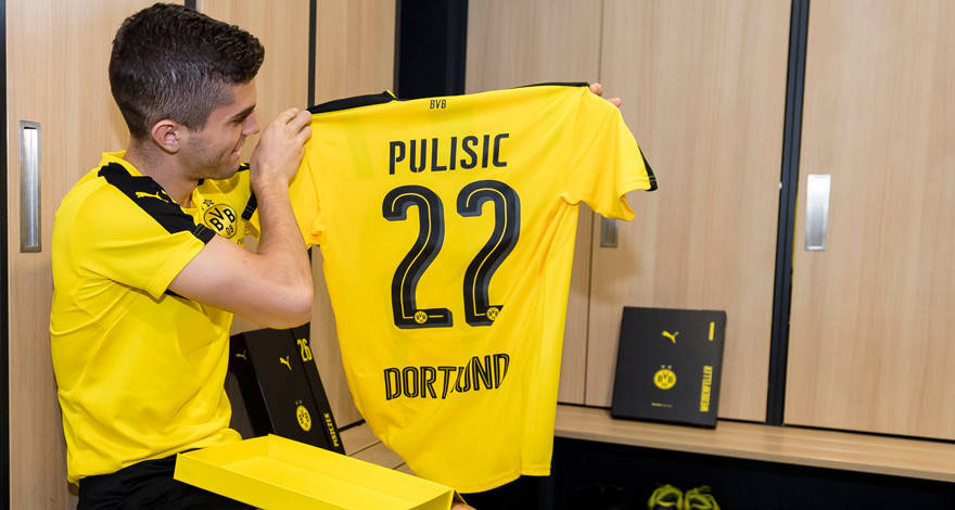 bvb und puma pr sentieren neues heimtrikot. Black Bedroom Furniture Sets. Home Design Ideas