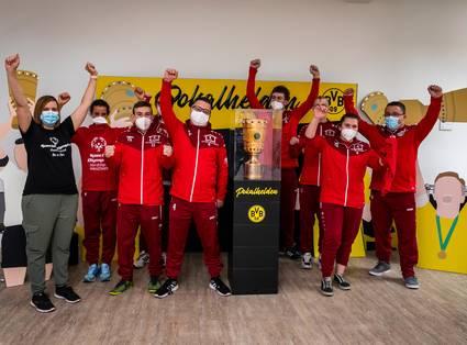 Der DFB-Pokal auf Tour durch Dortmund